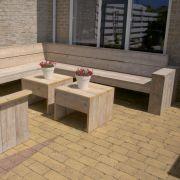 Hoekbank-groot--stoel-en-tafels